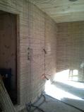 Schilfmatten auf Holzuntergrund befestigt ...
