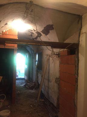 vorher... Sanierung Wände mit Gewölbe
